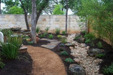 Texas Style Front Yard Landscaping Ideas 14