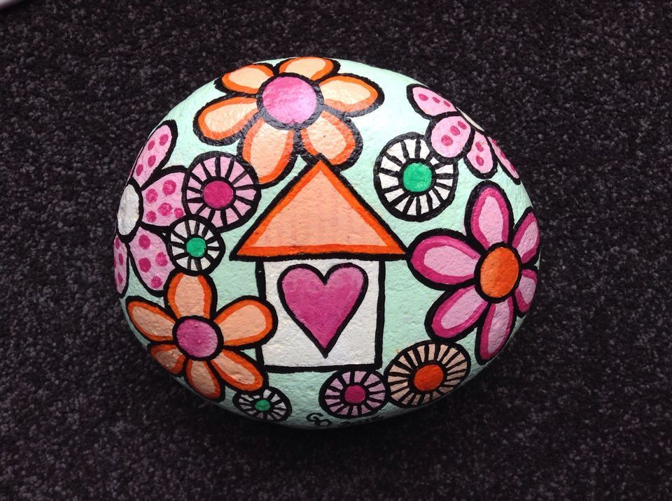 Creative diy painting rock for valentine decoration ideas 52