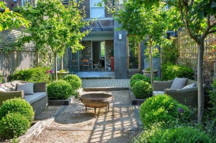 Small courtyard garden with seating area design and layout 116