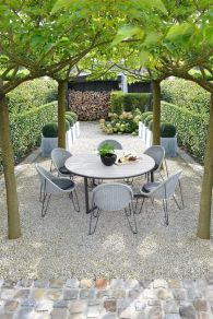 Small courtyard garden with seating area design and layout 62