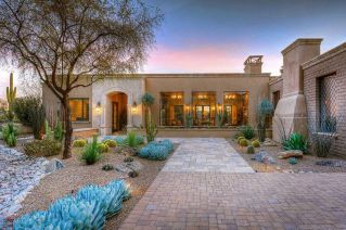 Stunning desert garden ideas for home yard 17