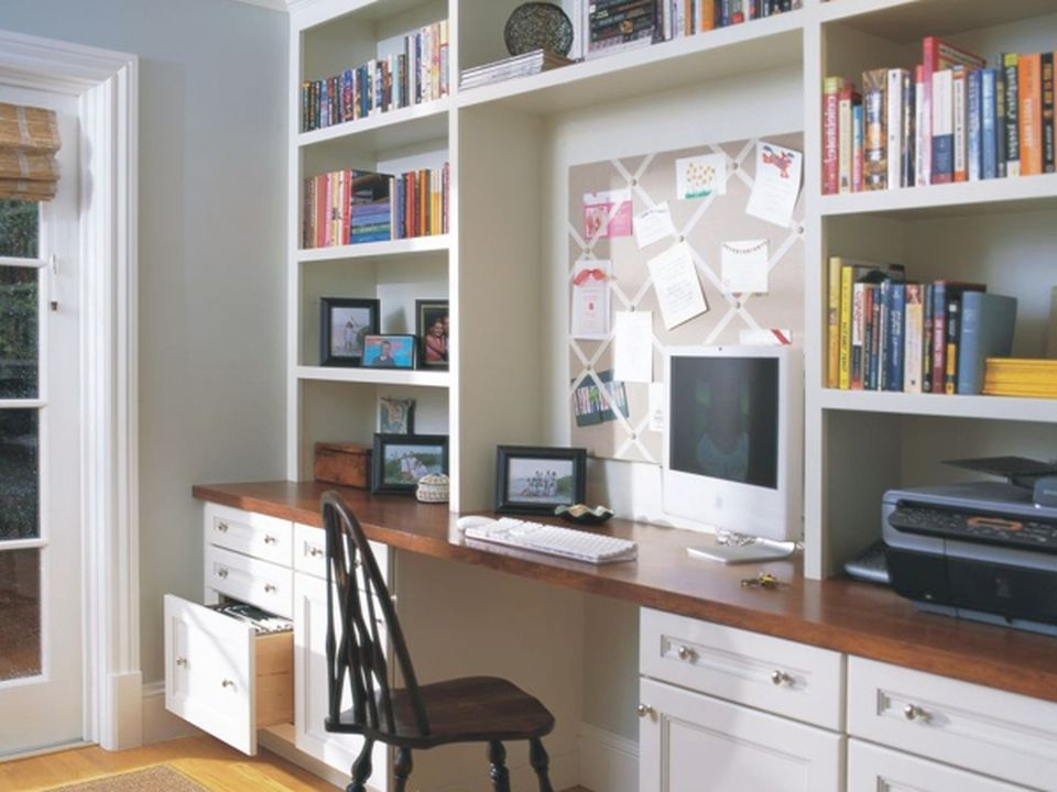 Awesome Built In Cabinet and Desk for Home Office Inspirations 67