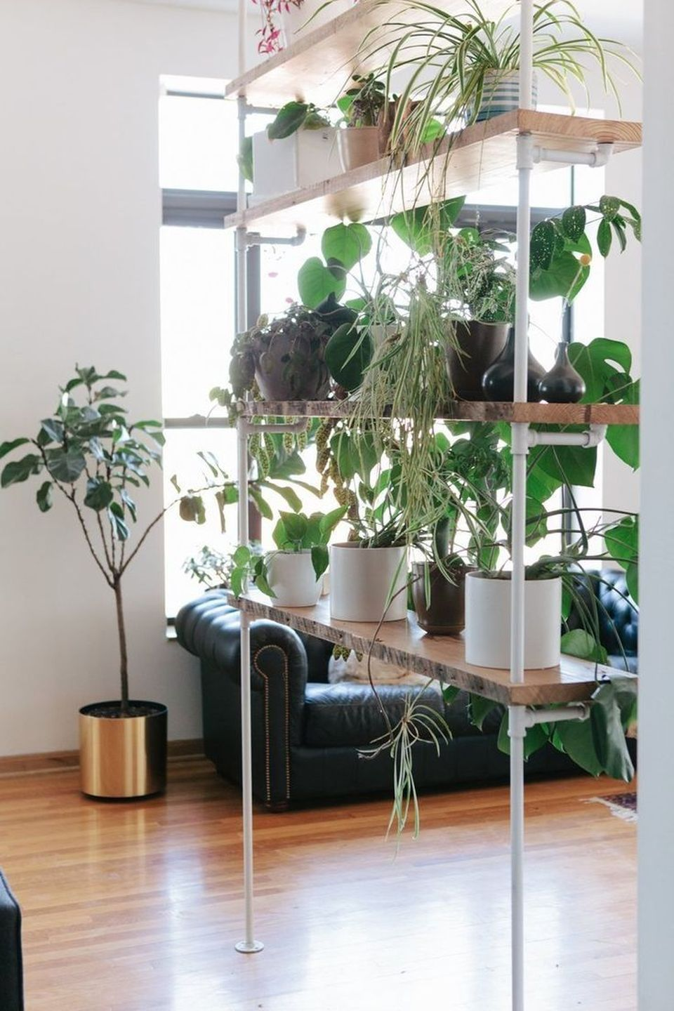 Cool Plant Stand Design Ideas for Indoor Houseplant 18 - Rockindeco
