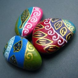 Creative DIY Easter Painted Rock Ideas 21