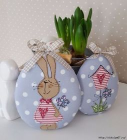 Creative DIY Easter Painted Rock Ideas 26