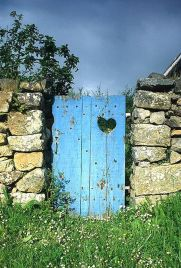 Fascinating Garden Gates and Fence Design Ideas 49