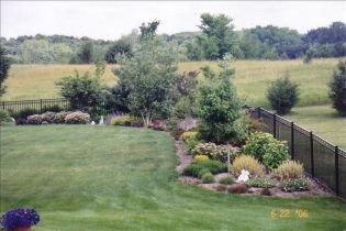 Stunning Privacy Fence Line Landscaping Ideas 15