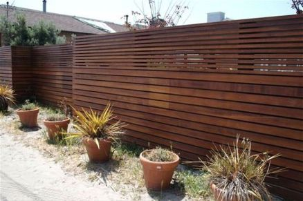 Stunning Privacy Fence Line Landscaping Ideas 43