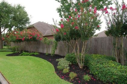 Stunning Privacy Fence Line Landscaping Ideas 51