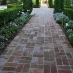 Front Yard and Garden Walkway Landscaping Inspirations 46