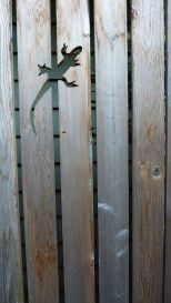 Stunning Creative Fence Ideas for Your Home Yard 2
