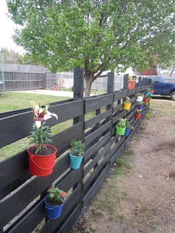 Stunning Creative Fence Ideas for Your Home Yard 21