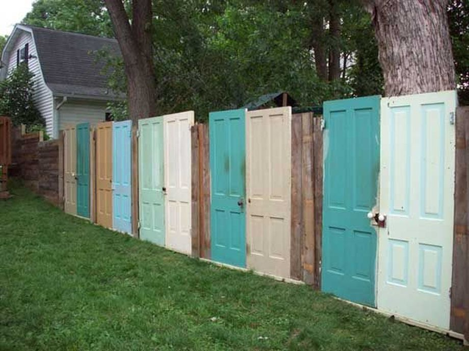 Stunning Creative Fence Ideas for Your Home Yard 1