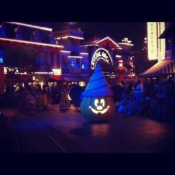 Mickey's Costume Party Cavalcade