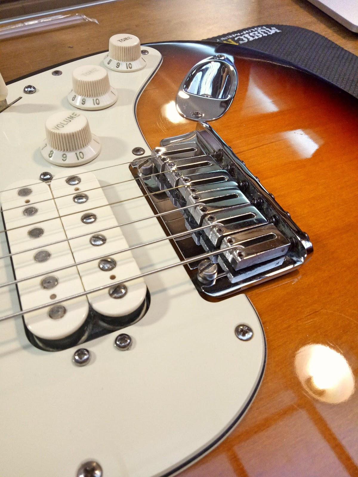 Fender American Deluxe Stratocaster 空弦打弦   Rockmemusical