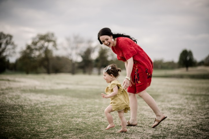 mom-daughter-playing-at-the-park_t20_pYzeb1