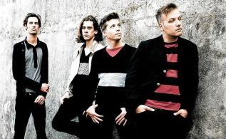Ils puisent allègrement leurs influences dans le répertoire des années 1970-80 pour les remettre au goût du jour. Amoureux des Smiths, c'est pour vous.