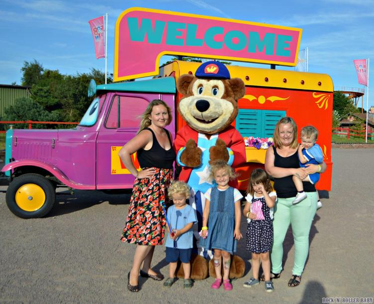 We went back to one of my childhood haunts, Pleasurewood Hills for a retro theme park fun day with friends!