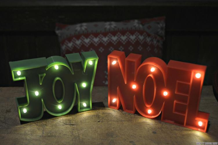 Have to say, although I love everything, the Joy and Noel light up signs are my favourite! They take 2 x AAA batteries each but don't forget, you can get massive packs of batteries in Poundland for just £1! In fact, who doesn't need batteries on christmas day so make sure you stock up!