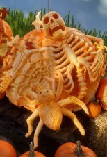Pumpkin-Carving-of-Skeleton-and-Spider-Milwaukee-Zoo