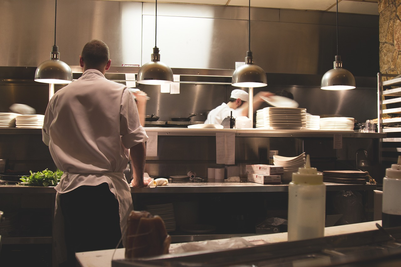 飲食店の厨房の様子