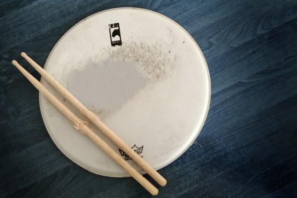 Paličky na bicí a blána na buben