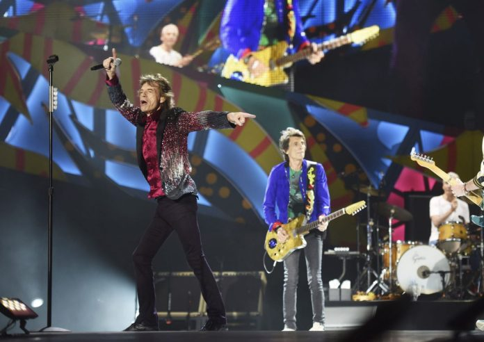 gallery-1458977731-mick-jagger-ronnie-woods-rolling-stones