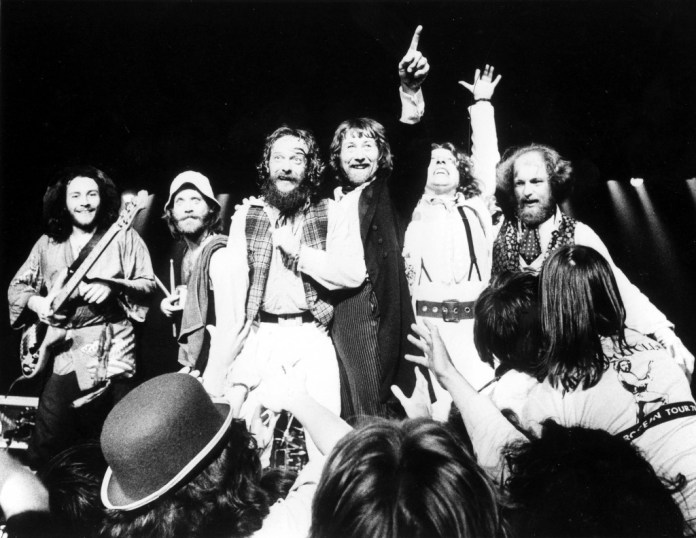 Band-end-of-show-1977-1024x792