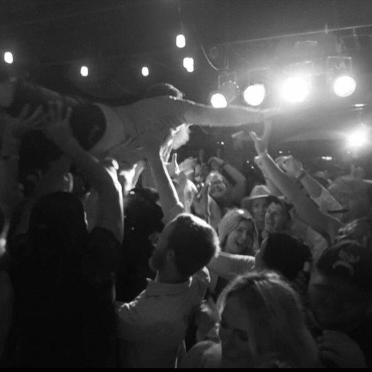 43-Crowd surf.JPG