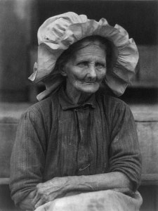 Old_woman_in_sunbonnet_by_Doris_Ulmann