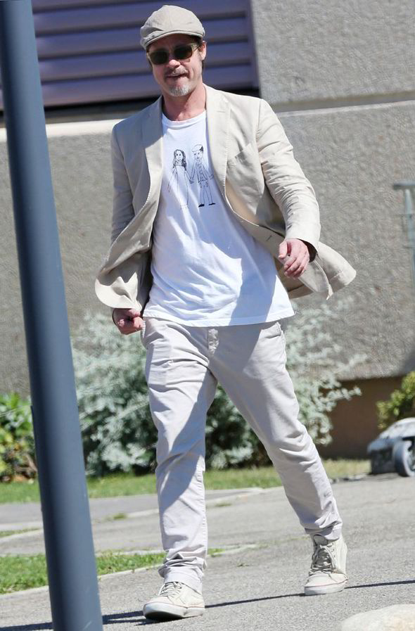 Le Meilleur Brad Pitt Wears T Shirt With A Drawing By Daughter Ce Mois Ci