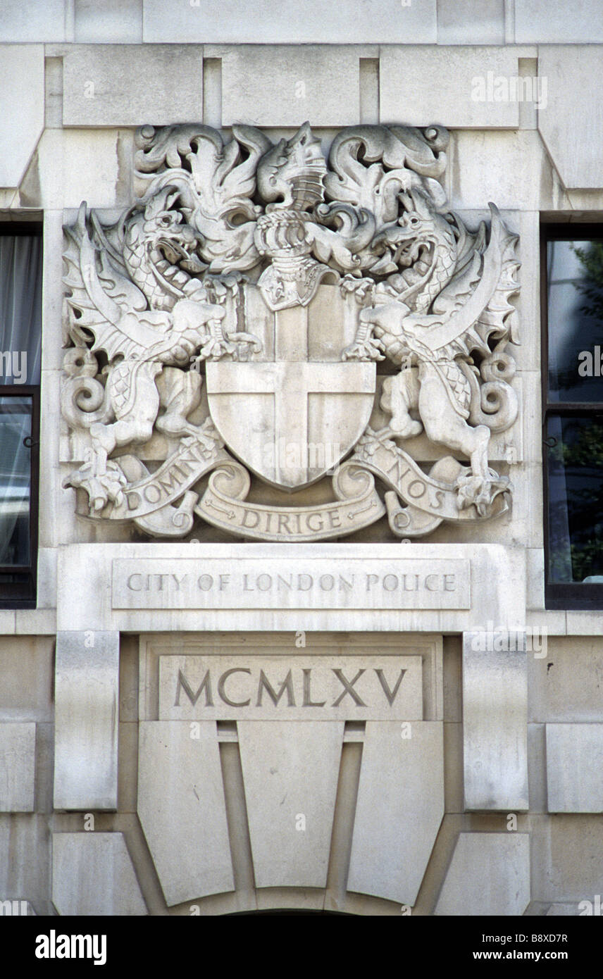 Le Meilleur Coat Of Arms Of The City Of London Over The Door Of Wood Ce Mois Ci