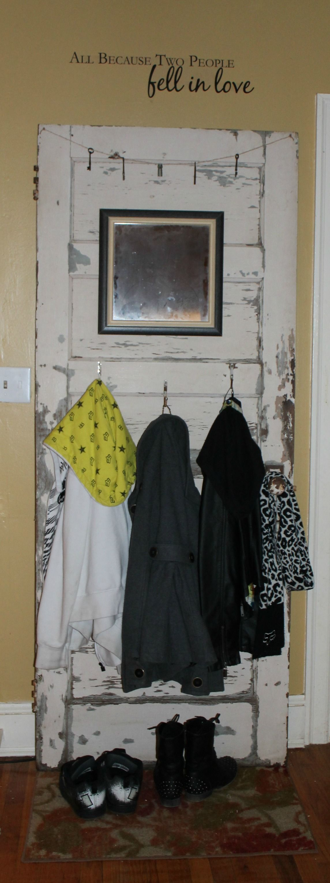 Le Meilleur Old Door Turned Into Coat Rack Added Mirror Old Hooks Ce Mois Ci