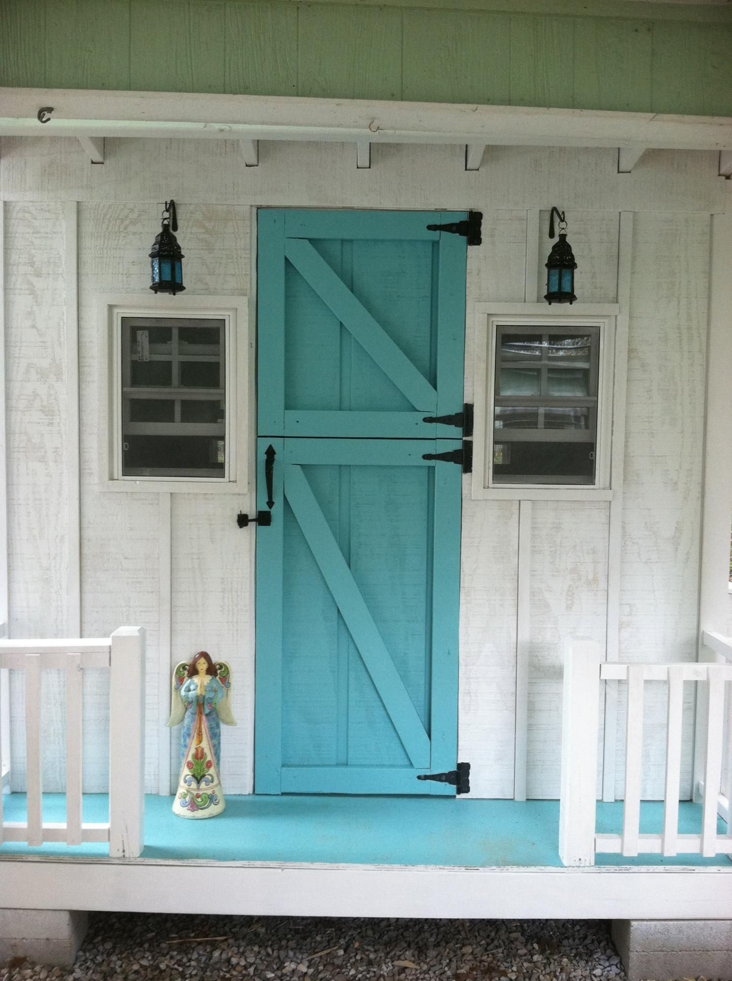 Le Meilleur Chicken Coop With A Teal Door Um Yes Please I Am Sure Ce Mois Ci