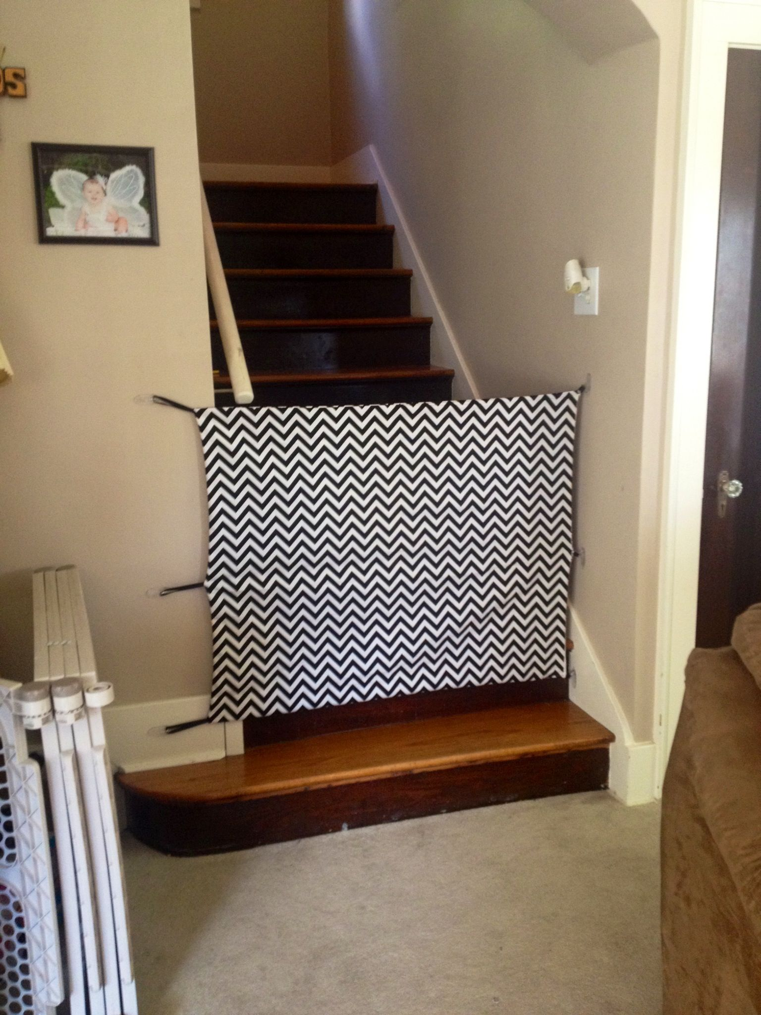 Le Meilleur Diy Fabric Baby Gate Cost Around 30 Total And It Looks Ce Mois Ci