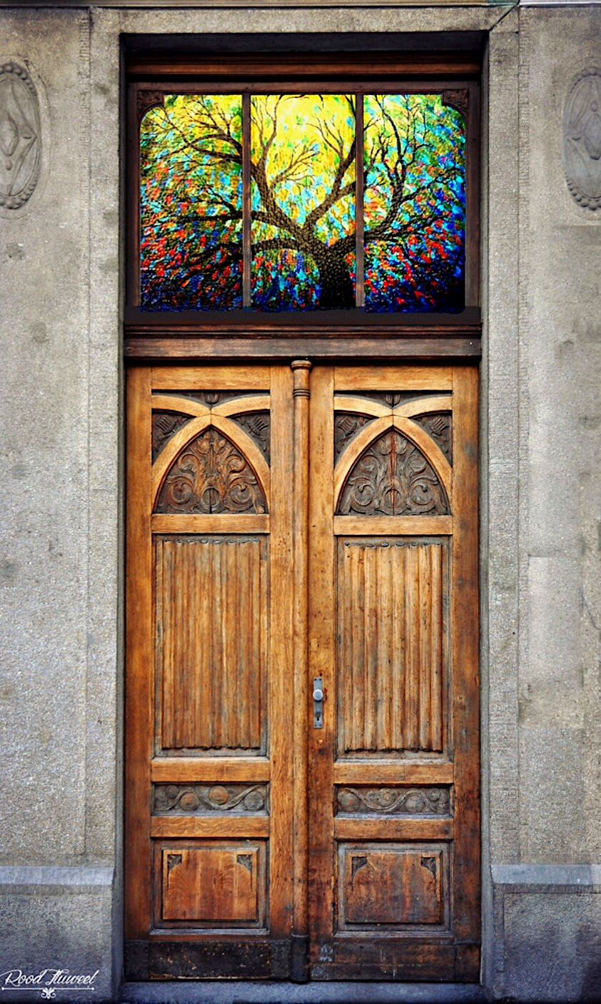 Le Meilleur Stained Glass Over A Carved Wooden Door Location Unknown Ce Mois Ci