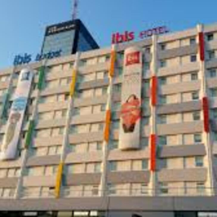 Le Meilleur Ibis Paris Porte De Bagnolet Hotel Car Park Covered In Ce Mois Ci