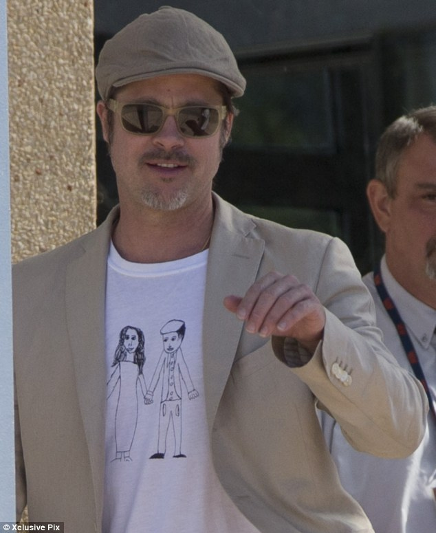Le Meilleur Brad Pitt Wears T Shirt Of Daughter Vivienne S Sketch Of Ce Mois Ci