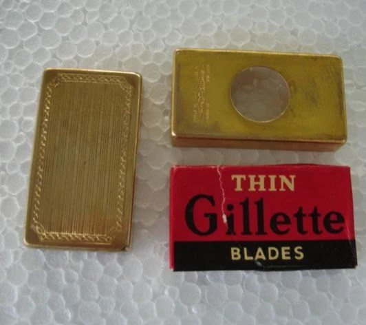 Le Meilleur Gillette Brass Razor Blade Holder Case Very Ornate With Old Ce Mois Ci