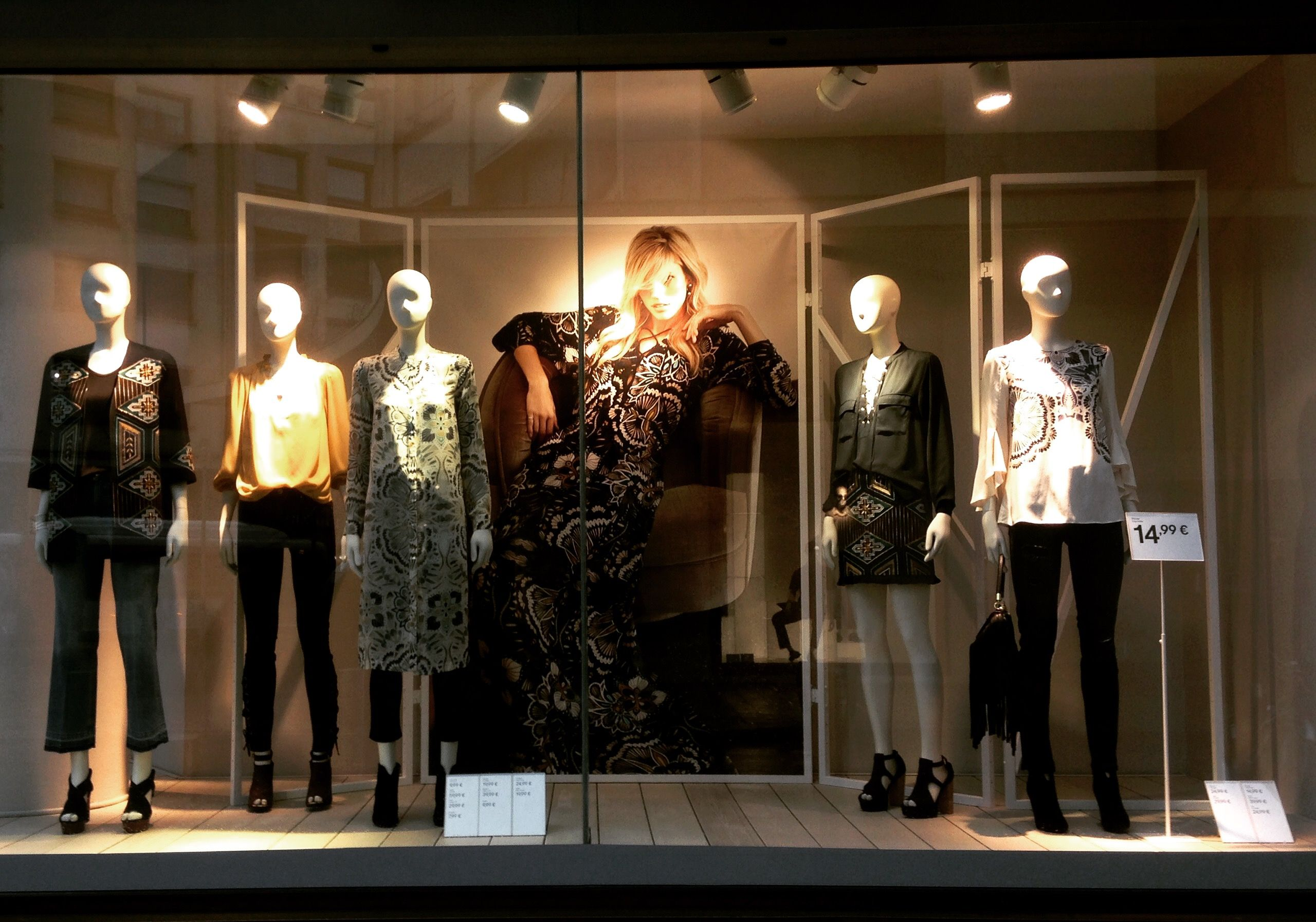 Le Meilleur Fashion Week Window And Indoor Visual Merchandising Ce Mois Ci