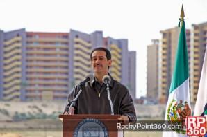 gobernador-guillermo-padres-2012
