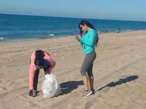 playas-sept30d Busy Beach Clean Up Sept. 30th!