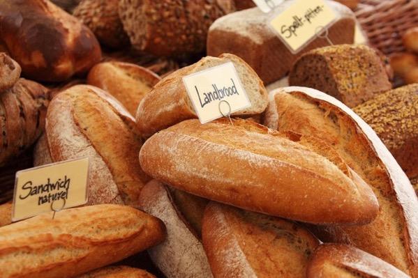焼き立てのパン