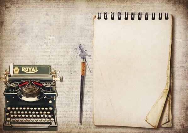 ノートとタイプライター
