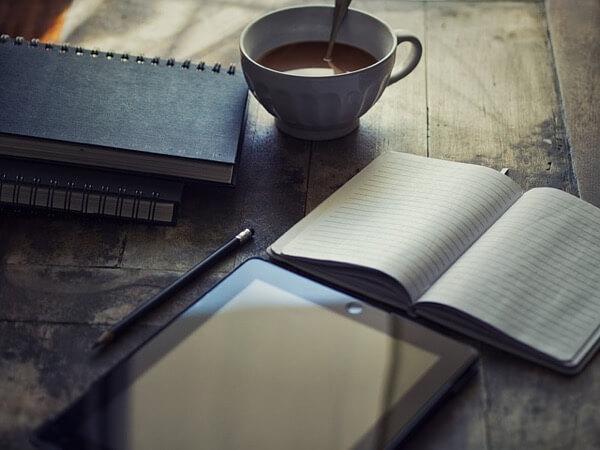 ノートとiPadとコーヒー