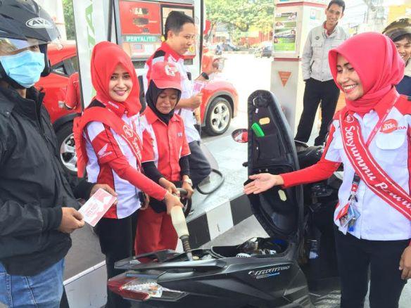 Bagi-bagi 1000 bensin gratis di Makassar