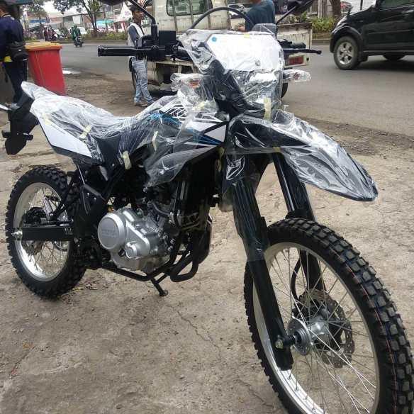 Suraco Yamaha Resmi Serahkan WR155R Perdana