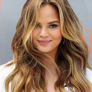 """UNIVERSAL CITY, CA - MAY 20:  Model Chrissy Teigen visits """"Extra"""" at Universal Studios Hollywood on May 20, 2015 in Universal City, California.  (Photo by David Buchan/Getty Images)"""