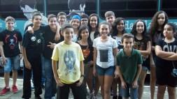 Festa para adolescentes no ônibus com videogames