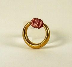 Etruskisch museum 05 (ring met scarabee)